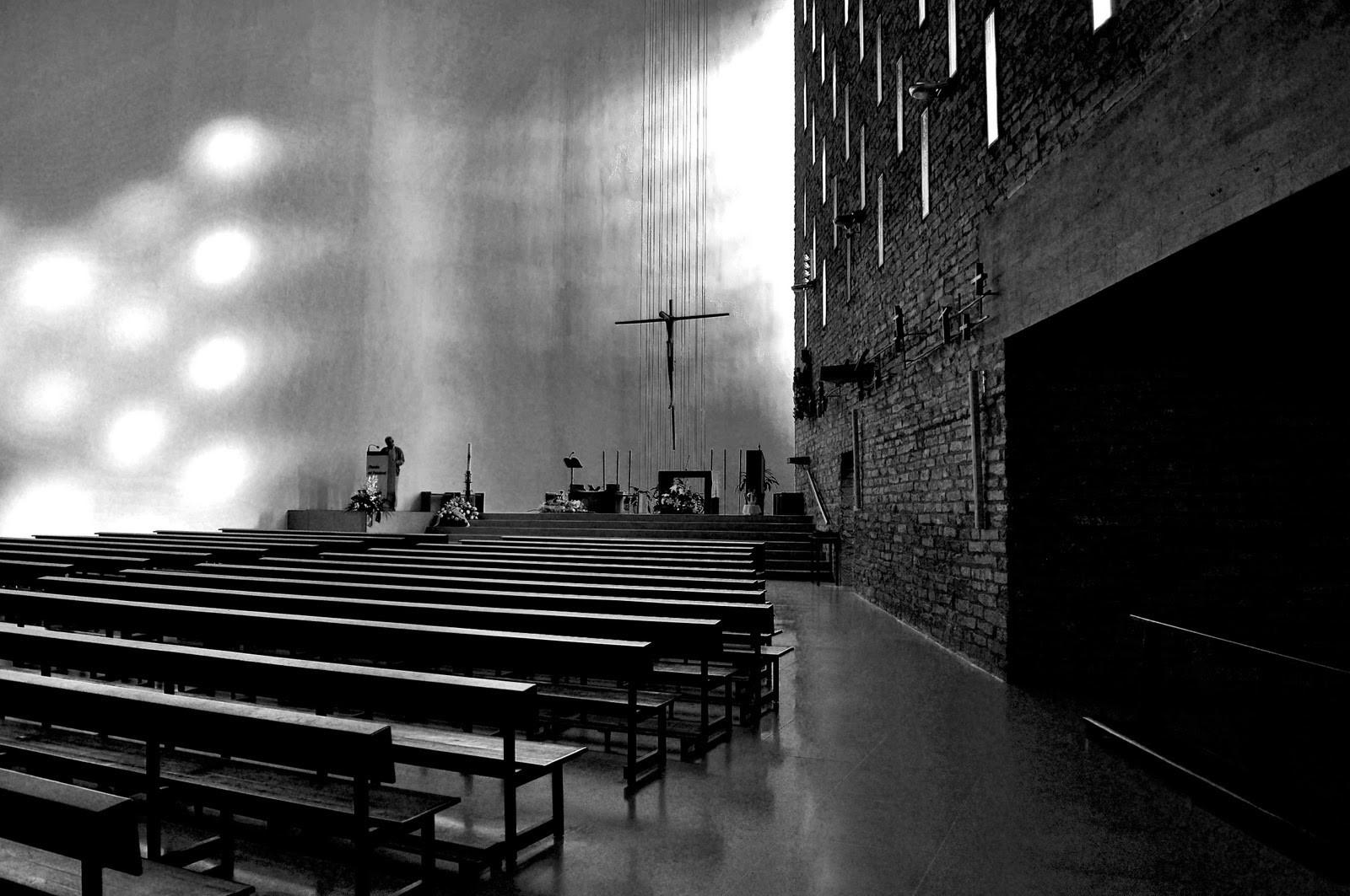 -Iglesia y Centro Parroquial de Nuestra Señora de la Coronación